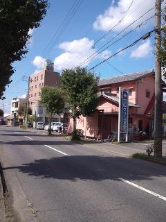 さくら川_関警察署すぐ東、駐車場完備