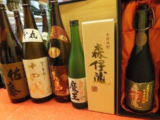 さくら川_大将おすすめの冷酒、プレミア焼酎がずらり