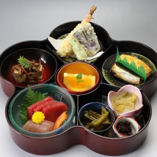 寿司・一品料理 日本泉_人気の週替わりランチは土日もご用意