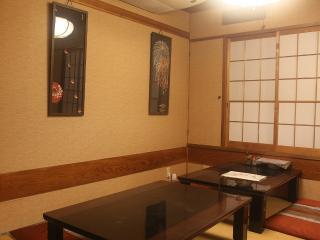 寿司・一品料理 日本泉_1階はお座敷とカウンター席おいしい料理とお酒を