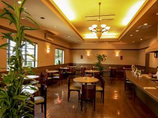 茶洋館マサラ_木漏れ日溢れる空間でゆったり流れる時を楽しむ