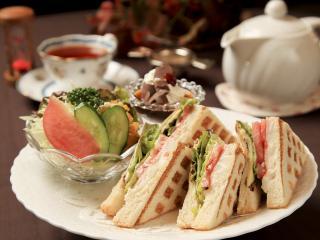 茶洋館マサラ_ランチ ホットサンド…750円(ドリンク付き890円)