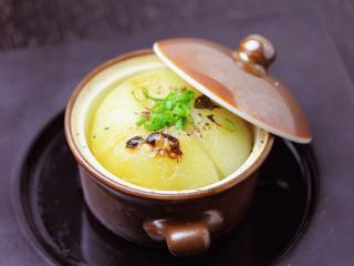味処 かもやす_玉葱の丸ごとココット焼き