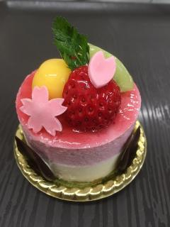 Sweet House ESAKI_春の三色ケーキ…420円