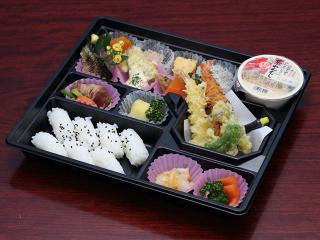 日本料理 しまだ_お花は満開 お腹は満腹!春のお弁当特集_写真1