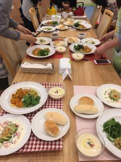料理教室 MAGO Cooking Studio_試食スペースでじっくりと味わって