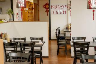 台湾料理 聚福楼_明るく広々としたテーブル席