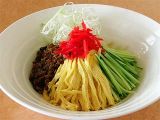 中国麺菜茶館 龍鳳_ジャージャー麺…890円
