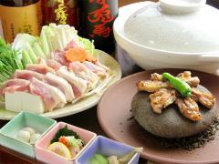 名古屋コーチンを堪能するコーチンコース|宴会のコース料理には石焼きと鍋が必ず入る。これにコーチンの刺...