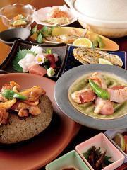 宴会コースにももちろんコーチン料理|コース料理の一例。おまかせの宴会メニューは3,300円~。料理も酒もた...