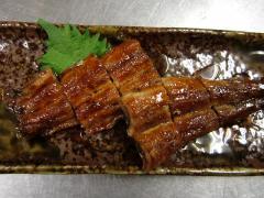 うなぎ長焼|うなぎ長焼。すべて三河一色産のものを使用するウナギは、ほかに白焼、うなぎまぶし、うなぎ丼...