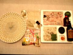 「あきら」の味を、ご自宅でも|冬季限定でお取り寄せ&お持ち帰りにも対応!左の「てっさ大皿」16,000円、右...