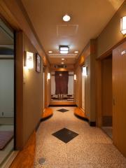 30人対応の大広間にも|二階は大広間としても使用可能。30人まで対応できるので、会社の宴会や親戚の集まり...