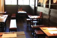 テーブル席|楮紙を通った灯が上質の雰囲気を演出。改めて岐阜の良さを感じよう。