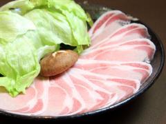 豚しゃぶ…800円|こだわりの餌や水を与えて育てている、宮崎産の貴重な豚。この豚を育てている養豚場は全国...
