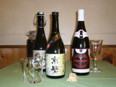 お酒|日本酒、焼酎、ワインなど料理との相性も考えられた酒も各種取り揃える。一番のオススメは店の名前を...