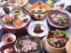 看板料理 名代海鮮会席 刺身はいけすから、焼物は炭火で、鯛めしは天然鯛で。魚の鮮度と出来たての味にこ...