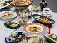 ランチ 「華会席」|ヘルシーで少量多種の華やかなお昼の会席。プロの料理人が調理する、季節の素材を生か...