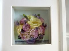 トルコキキョウのレカンフラワー|淡い薄紫のトルコキキョウと生成りのトルコキキョウは、花びらが薄くデリ...
