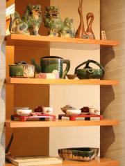 店内に飾られた和食器