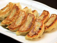 美濃けんとんと国産野菜をたっぷり使った絶品の餃子。