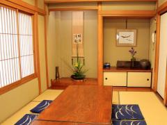 8名まで利用可能な個室は家族・親族の集まりなどに便利。気の合う仲間と集まるのにもちょうど良い。