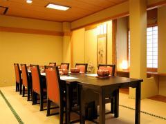 最大20名まで利用可能な部屋。部署ごとの行事から家族の集まりまで幅広く使える。