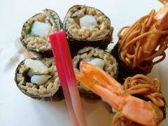 磯揚げ…880円|プリプリした海老を蕎麦と海苔で巻き上げ衣をつけて揚げた、つまみに最適の一品。