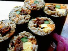 蕎麦寿司…880円|ほろりと崩れる食感。蕎麦と具の一体感が絶妙。