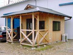 ミニハウスの一例です。山荘風に作ってみました。これはプレカット工場のCADルームとして使用しています。趣...