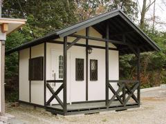 これはヨーロッパ風に作ってみました。園芸小屋としても使えそうですね。