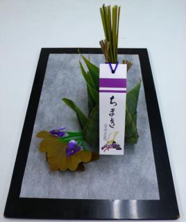 柏餅…162円、粽…1,296円 4/29(木)~5/5(水)までの期間限定商品です。