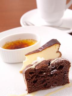 14:00~17:30のカフェタイムでは、お得な「手作りケーキセット」(620円)がオススメ。日替わりで約10種類のケーキ...