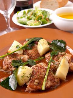 メイン料理に+430円でサラダ、スープ、パンが付けられる洋風セット。夜は他に和風セット(+370円)や各種コー...