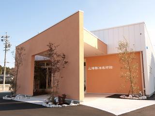 同じ敷地内にある「三浦勝治美術館」。関市出身の洋画家・三浦勝治さんの作品を中心に紹介されており、館内...