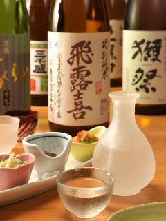 地元・岐阜の「三千盛」をはじめ、日本酒も各地の地酒・銘酒を揃えており、定番の酒以外に季節の変わりダネ...
