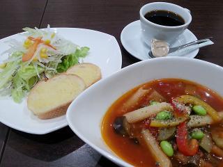 食べるSoupランチ。野菜が盛りだくさんのスープは食べ応えあり。ガッツリ系にはカフェ丼ランチがオススメ。...