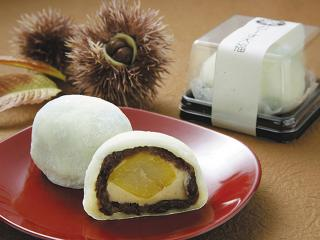 栗むーす大福…230円|柔らかい栗を栗ムースで包み、そのまわりを粒餡で包さらに柔らかいおもち包んだ大福。...