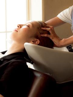 効果を実感! ヘッドスパ|髪の潤いを与えるだけではなく、プロのマッサージで頭皮をほぐすことにより、発...