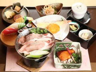 お料理家まごろく_季節ごとに料理が変わるランチも品数豊富