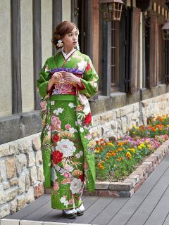 成人式振袖|美しく染められた生地に施された古典柄がとても新鮮。アフターサービスとして、『ご結婚の日ま...