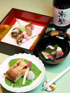 会席コース|繊細で華やかな色使いや盛り付けも京料理の魅力。会席のコースは4,320円、6,480円、8,640円の3種類...