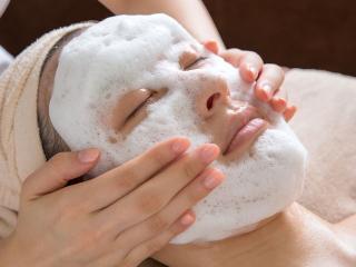 保湿成分たっぷりの泡の洗顔。