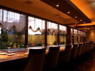 食事会・宴会にも最適|席の配置、構成はフレキシブルで最大40名まで対応できる。10名様以上で8,600円以上のコ...