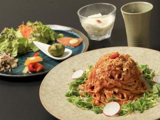 メインを選べるランチコース すべての料理に、体に良い食べ合わせが考えられたランチコース。メインは韃靼...