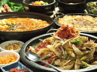 韓国食彩 オモニ 各務原店の写真2
