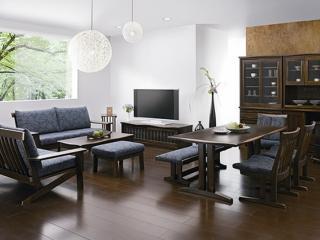 丈夫さと優れたデザイン性から高い評価を受け、簡潔な造形の中に優しさを秘めた飛騨の家具。店内には心安ら...