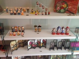 インターネット(一部店舗)にて中国の美しい「日用雑貨」「飾り雑貨」「人形」など多数取扱い。数量に限り...