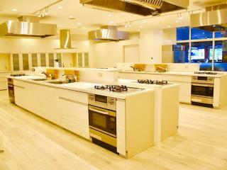 料理教室 MAGO Cooking Studio_明るいキッチンは設備も自慢