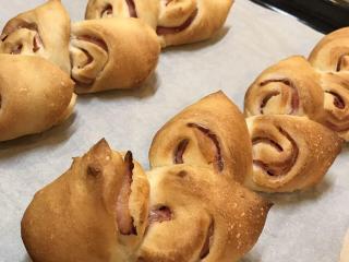 料理教室 MAGO Cooking Studio_親子で作るおうちパン講座 ベーコンエビ